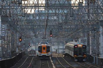 2018年10月6日 17時10分ころ、今里~鶴橋、遠くで阪神1000系の快速急行と近鉄の特急・普通がすれ違い。