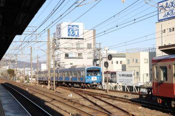 2019年1月5日 14時46分ころ、小田原、到着する100周年記念の5503ほか。手前のJRホームには、東海道線下り列車が進入してました。