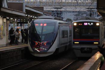 2019年1月12日 15時58分ころ、高砂、通過する「成田山開運号」(左)。「平成31年」と明記。