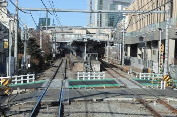 2019年1月26日、大泉学園、到着する下り列車の車内から。
