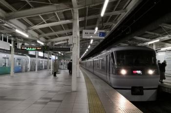2019年2月5日、入間市、32101F+38104Fの2207レに追いついた10111Fの47レ。まだ特急の乗降は右側の1番ホームです。