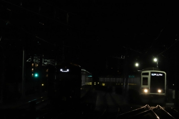 2019年2月9日、石神井公園、6番線で待機中の20151F(左)と6108Fの6506レ。