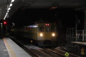 2019年2月10日 5時30分、所沢、2番ホームを通過する2021Fの上り回送列車。雪が少し残ってます。