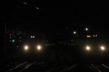2019年2月17日。石神井公園。6番線で待機中の2073F(左)と9102Fの2102レ。