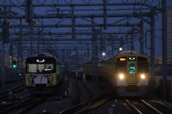 2019年3月2日。石神井公園。6番線で待機する20158F(左)と9105Fの2102レ。
