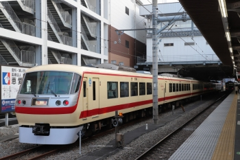 2019年3月2日 16時44分ころ。所沢。6番線に停車中の10105Fの回送列車。Laview展示会場から戻しの回送。