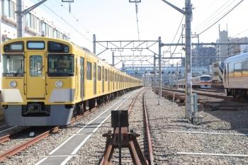 2019年3月18日 9時34分ころ。保谷。22番線に留置の9105F()14レだった10105Fの下り回送列車と10000系の18レ。