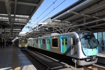 2019年3月18日。石神井公園。増発された、朝ラッシュ終了後の豊洲ゆきS-Train 504レは40104F。左は2063Fの5711レ。