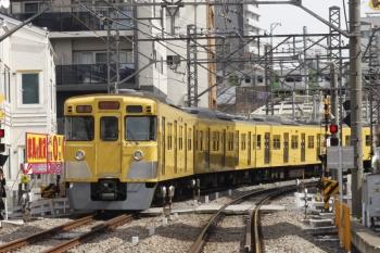 2019年3月19日。高田馬場〜下落合。2003F+2419Fの2332レ。背後の山手線はE235系。