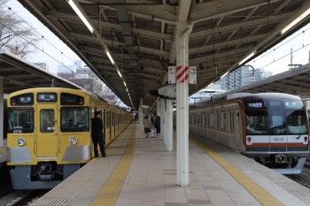 2019年3月23日。入間市。2075Fの5121レ(左)を追い抜くメトロ10012Fの1715レ。