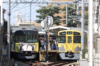 2019年3月24日。豊島園。1番ホームに展示中の20158F(左)と2063Fの5472レ。