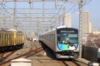 40103Fの4652レ(右)。朝の2本めの豊洲ゆきS-Trainとなるので運用番号「54M」を表示。