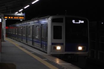 2019年3月28日 22時32分ころ。元加治。通過する6106Fの下り回送列車。4551レで小手指駅へ到着した08M運用の車両を翌朝のため、武蔵丘へ回送しているのでしょう。