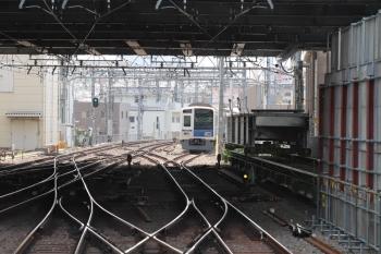 2019年4月7日。池袋。右の水平エレベーター上に桁が載ってます。椎名町方の電留線で留置中は6103F。