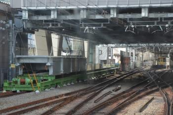 2019年4月7日。池袋。下り列車の最後部から。左の水平エレベーター上に桁が載ってます。