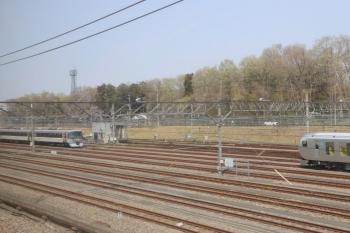 2019年4月7日 11時半ころ。小手指車両基地。飯能方に留置が続いてた10103F(左)。001系が近くに止まってました。