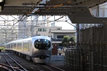 2019年4月16日 14時54分ころ。所沢。新宿方から到着する001-A編成の下り回送列車。