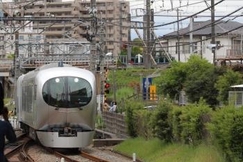 2019年5月1日 12時54分ころ。本川越。1番ホームへ到着する001-B編成の下り回送列車が到着。