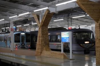 2019年5月3日 18時49分ころ。飯能。31レで到着した10103Fと、4番ホームに到着する4009F(52席)の上り列車。