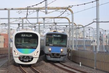 2019年5月4日 6時11分ころ。練馬高野台〜富士見台。38107Fの5206レ(左)と20153Fの上り回送列車、