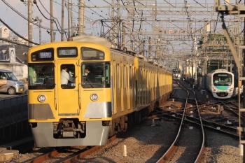 2019年5月5日。西所沢。通過した2087Fの1002レ(左)。背後の9108Fは西武球場前始発の臨時急行の戻しの回送と思われます。