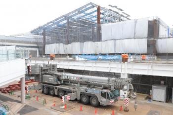 2019年5月6日 13時ころ。所沢。所沢駅の駅ビル工事現場に止まっていた大型クレーン車。