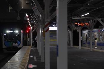 2019年5月10日。所沢。4番ホームへ到着する40103Fの505レ(左)と6158Fの3711レ。
