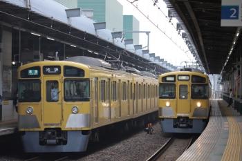 2019年5月11日 6時30分。練馬。到着する2063Fの下り回送列車(右)と2087Fの4204レ。