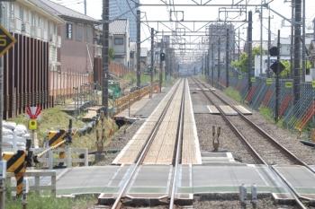 2019年5月12日 13時過ぎ。東村山〜所沢。新宿線の上り列車から。奥が東村山駅。