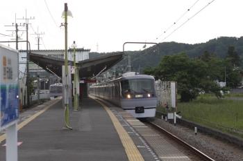 2019年5月16日 5時42分ころ。元加治。10000系の下り回送列車(右)と2レ。