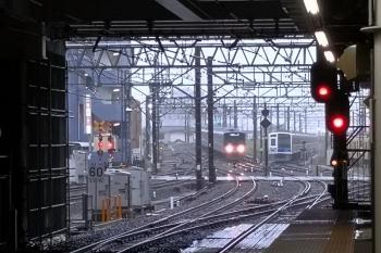 2019年5月21日。所沢。雨の中を到着する20153Fの5204レと電留線で留置中の6117Fほか。