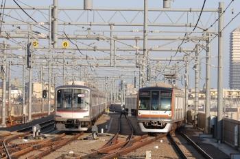 2019年5月25日。石神井公園。メトロ10034Fが代走の20M運用・6506レ(右)と夜間滞泊の東急5151F。