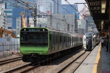 2019年5月26日。渋谷。恵比寿へ向かう山手線内回りのE235系とN'EX。左手ではビルの取り壊し工事が進み開けた感じです。