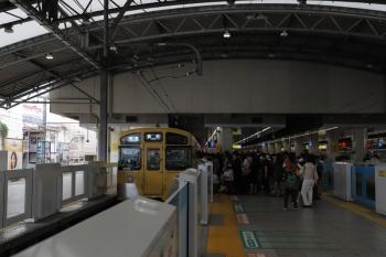 2019年6月1日。池袋。乗車が黒山の人だかりな2079Fの2147レ(列車の種別表示は変更前)。