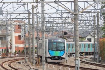 2019年6月1日 10時8分ころ。所沢。5番ホームへ到着する40102Fの下り回送列車。充当列車の「快速急行 飯能」表示になってます。