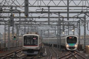 2019年6月9日。石神井公園。6番線で滞泊中の東急4105F(左)と38109F+32104Fの2102レ。
