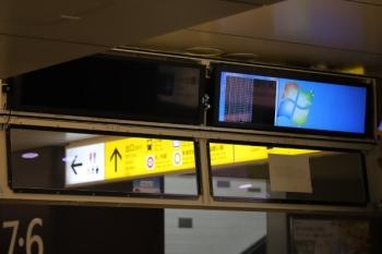 2019年6月10日。池袋。地下コンコースのホーム発車案内表示がWindowsパソコンになってました。なお拡大してもセンシティブな情報はありませんでした。
