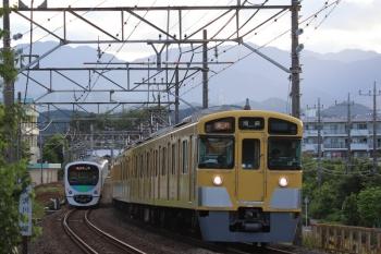 2019年6月16日。仏子〜元加治。2063Fの2164レ(右)と30000系の2153レ。