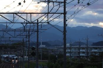 2019年6月16日 18時57分ころ。仏子〜元加治。4009F(52席)の「旅するレストラン」上り列車。