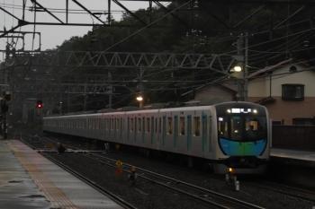 2019年6月23日 18時30分ころ。仏子。通過する40101Fの下りS-Train飯能ゆき403レ。