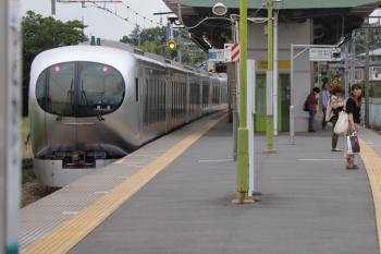 2019年6月29日 15時16分ころ。元加治。通過する001-A編成の下り回送列車。