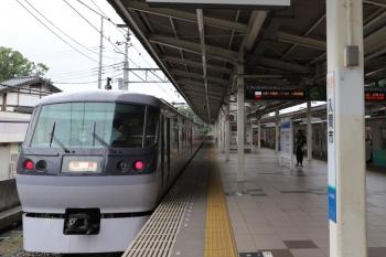 2019年6月30日 16時42分ころ。入間市。5番ホームは10102Fの回送が停車中ですが、発車案内の先発はS-Trainの404レ。