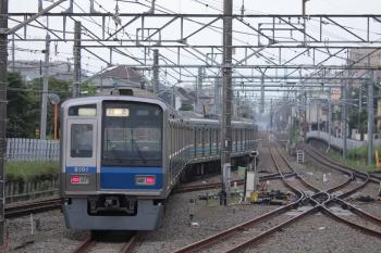 2019年7月5日 5時45分ころ。田無。5時41分に中線へ到着し、折り返す6101Fの下り回送列車。