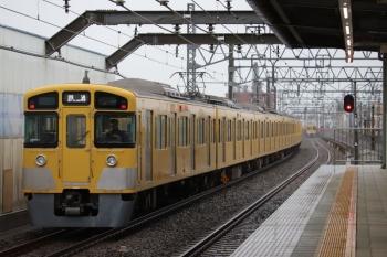 2019年7月7日 6時11分ころ。練馬高野台。通過する2087Fの上り回送列車と、発車した2079Fの5206レ(右奥)。