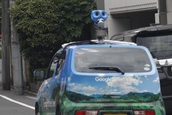 2019年7月10日。高田馬場〜下落合。踏切を渡ったグーグル様のお車。