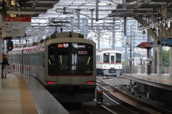 2019年7月15日。石神井公園。東急5119Fの6801レ(左)と4003Fほかの上り回送列車。