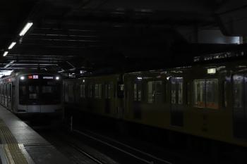 2019年7月15日。所沢。東急5157Fの1807レの横に到着する2513F+2501Fの上り回送列車。