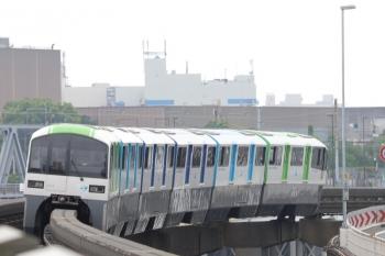 2019年7月21日 13時5分ころ。天王洲アイル。2000形の上り列車。