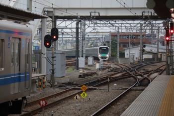 2019年7月21日。所沢。本川越から西武球場へ直通する38101Fの8092レ(中央奥)と、その通過を待つ20158Fの2158レ。