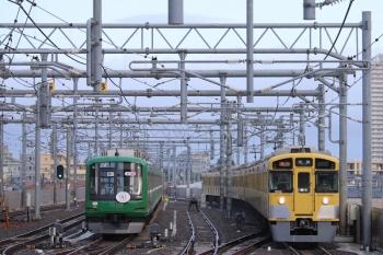 2019年7月27日。石神井公園。6番線で夜間滞泊した東急5122F(左)と9102Fの2102レ。